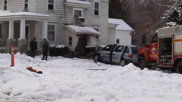 Police: Driver who struck house in Fulton has died