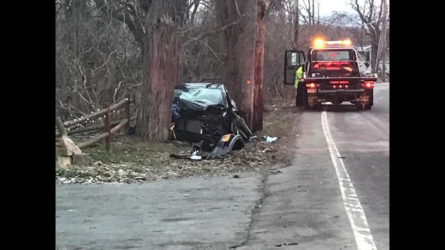 Car crashes into tree along Rt. 80 in Town of Onondaga