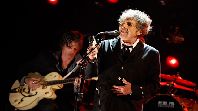 Bob Dylan & His Band head to the Lakeview Amphitheater on June 25