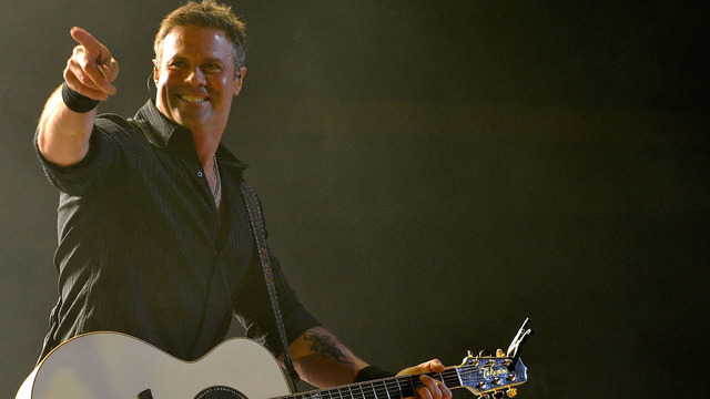 Country star Troy Gentry dies in helicopter crash en route to del Lago
