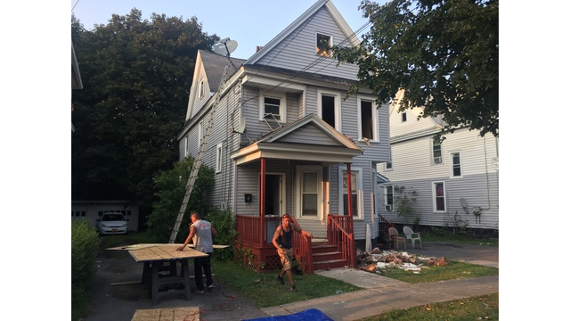Red Cross helping 10 people following Syracuse house fire