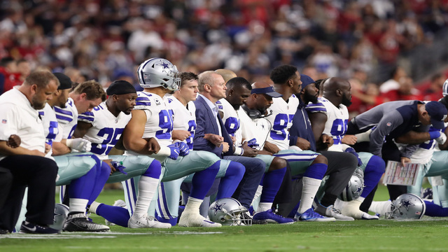 Cowboys owner Jerry Jones kneels with players before national anthem in Arizona