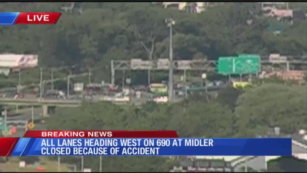 All lanes heading 690 WB at Midler
